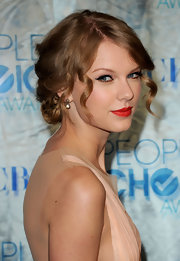 Taylor Swift paired her pined up ringlets with gorgeous gold Victorian earrings with diamonds.