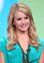 Britt Robertson was all pretty and girly at the 2011 Summer TCA Tour with this long wavy 'do.