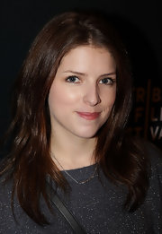 Anna Kendrick attended the Tribeca Film Festival with center part straight hair. She also opted to keep her makeup minimal.