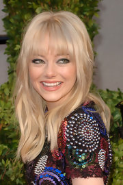 Emma Stone framed her dace with long blond locks and blunt cut bangs.