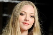 Amanda Seyfried Dazzles in Valentino at the Vanity Fair Oscar Party