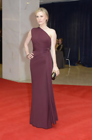 Anna Paquin was statuesque at the White House Correspondents' Dinner in a burgundy one-shoulder evening gown by Hervé L. Leroux Couture. The starlet looked exquisite in the draped knit gown and carried an Alexander McQueen hard case clutch for the occasion.