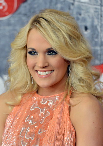 More Pics of Carrie Underwood Bright Eyeshadow (3 of 25) - Bright Eyeshadow Lookbook - StyleBistro