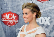 Even with wet-looking locks, this beachy bun was still right at home on the red carpet.