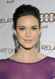 Odette Annable wore a lovely pale warm pink lipstick with a lot of pearlescent shine at the Art of Elysium Heaven Gala.