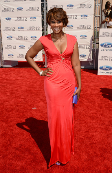 Yolanda Adams in a gathered coral gown