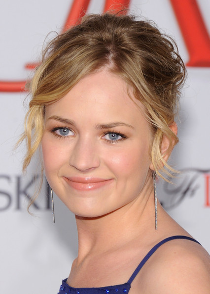 More Pics Of Britt Robertson Messy Updo 2 3 Lookbook Stylebistro