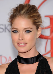 Doutzen appropriately matched the drama of her gown with a gorgeous cat eye at the CFDA Awards.