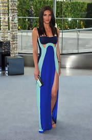 To make sure her dress stood out, Hilary Rhoda accessorized with a simple box clutch.