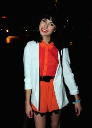 Kimbra's doll-like look was accessorized with a black and gold belt with a girly bow adornment.