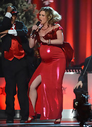 Jennifer Nettles got down at the Country Christmas concert in this bright red sequined number.