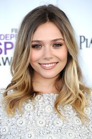 Elizabeth Olsen wore a creamy peachy-beige lipstick at the 2012 Independent Spirit Awards.