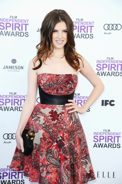 More Pics of Anna Kendrick Layered Cut (1 of 14) - Anna Kendrick Lookbook - StyleBistro