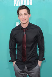Logan Lerman rolled up the sleeves of his black button-down for a relaxed look during the 2012 MTV Movie Awards.