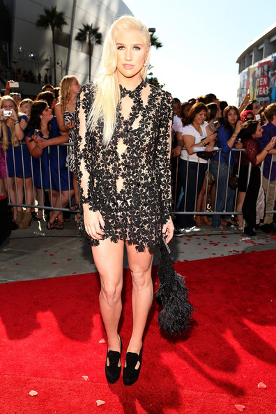 More Pics of Kesha Side Sweep (1 of 5) - Kesha Lookbook - StyleBistro