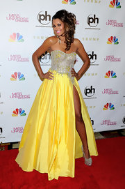 Claudia Jordan was a ray of sunshine on the red carpet in this bright yellow gown with a thigh-high slit.