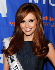 Alyssa Campanella created a smoky-eyed look with lots of charcoal-colored shadow and black eye pencil for the 2012 Muscular Dystrophy Association Muscle Team Gala.