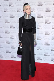 Always the sartorial drama queen, Daphne Guinness stepped onto the red carpet in this daring look.