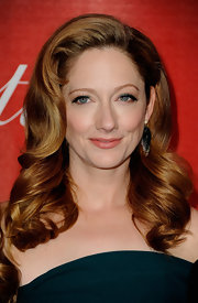 Judy Greer wore her coppery locks in smooth sweeping waves and big bouncy curls at the 2012 Palm Springs International Film Festival.