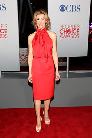 Faith Hill opted for a secretary-chic red silk dress at the People's Choice Awards.