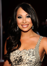Cheryl Burke wore a dramatic smoky eye and creamy nude lipstick at the 2012 People's Choice Awards.