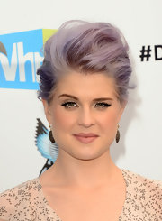 Kelly's gravity-defying updo was all the more stylish, thanks to those bright violet streaks.
