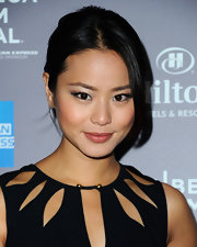 Jamie Chung attended the 2012 Tribeca Film Festival wearing a pair of false lashes and pearly ivory eye shadow.