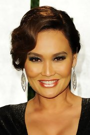 Tia Carrere finished off her gorgeous updo with a pair of dangling diamond earrings at the 2012 Vanity Fair Oscar party.