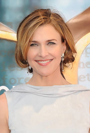 Brenda Strong wore her slightly layered bob curled under and with side-swept bangs at the 2012 Writers Guild Awards.