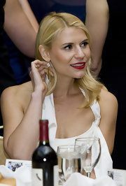 Claire Danes accessorized for the 2012 White House Correspondent's Association Dinner with a pair of 18-carat gold and white topaz drop earrings.