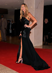 Elle MacPherson simply wowed at the White House Correspondents' Dinner in this black peplum gown with an up-to-there slit.