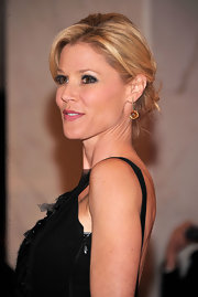 Julie Bowen paired her LBD with Georgette earrings in green gold with yellow citrine for the 2012 White House Correspondent's Dinner.
