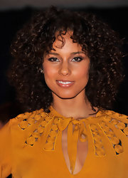 Alicia Keys wore her hair in shiny voluminous curls for the 2012 White House Correspondents' Association Dinner.