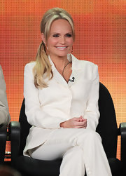 Kristen Chenoweth was minimalist chic in a timeless white suit.