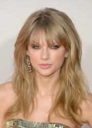 Taylor Swift smoldered at the American Music Awards with this sexy messy hairstyle.