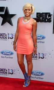Eve showed off her curves in this sleeveless peach dress.