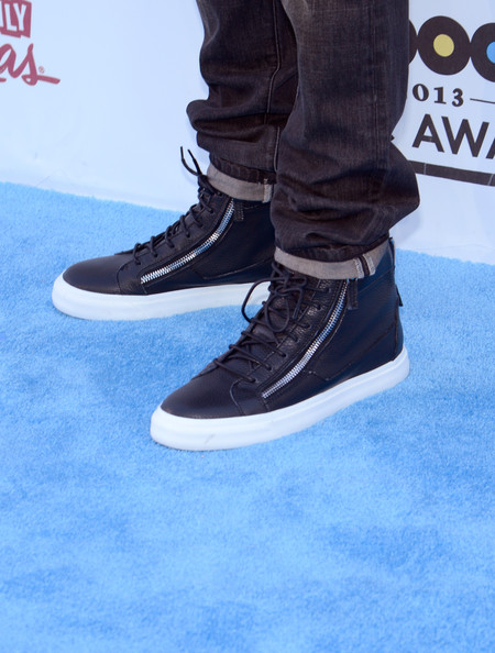 Chris Brown wore a pair of sleek leather sneakers with snazzy zipper details at the Billboard Music Awards.