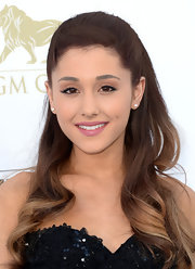 A pretty pink lipstick kept Ariana Grande's beauty look pretty and girlish.