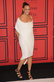 Donna Karan's draped off-the-shoulder frock gave her a cool Grecian look.