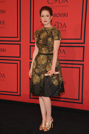 Ellie Kemper sparkled like a firework in this gold beaded frock.