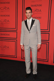 Zachary Quinto rocked a light gray suit with black peak lapels for an almost retro feel at the 2013 CFDA Fashion Awards.