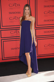 Diana Sanchez wore a strapless royal purple dress that featured gold embellished paneling and an asymmetrical hem.