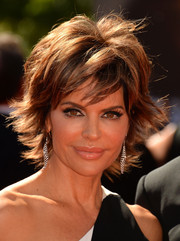 Lisa Rinna perfectly complemented her black and white gown with this pair of dangling earrings.