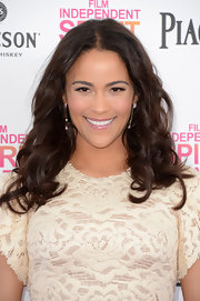 Paula Patton's long chocolate curls were glamorous and feminine on the Independent Spirit Awards' carpet.