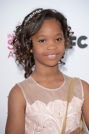 Quvenzhane Wallis looked feminine and and sweet at the Independent Spirit Awards where she opted for pinned up ringlets and a pearl headband.