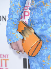 Mary Elizabeth Winstead brought out the orange in her dress with this orange and gold clutch.