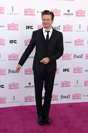 Jeremy Renner looked dapper at the Independent Spirit Awards with a three-piece, notch lapel suit.