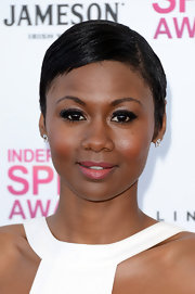 Amayatzy Corinealdi added some major glamour to her pink carpet look at the Independent Spirit Awards when she opted for mile-long lashes!