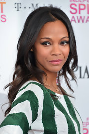 Zoe Saldana spiced her oh-so-sweet look up with a graphic cat eye.