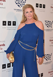 Shannon Tweed accentuated her jumpsuit with a chain rope belt.